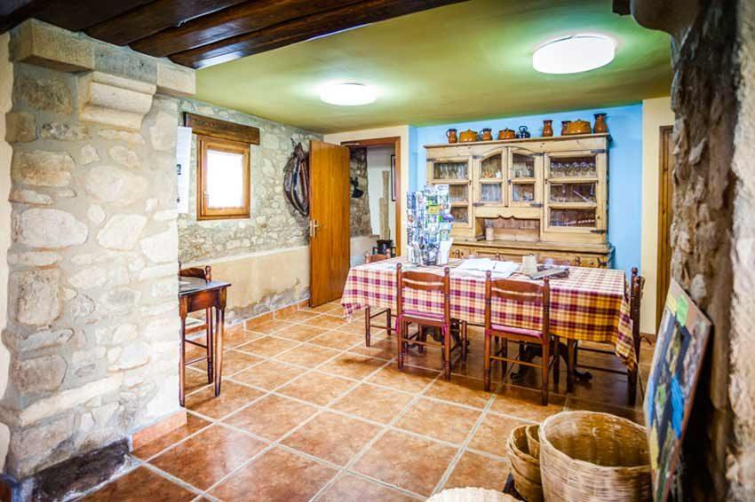Masia-Turismo-Rural-Baix-Emporda-Comedor