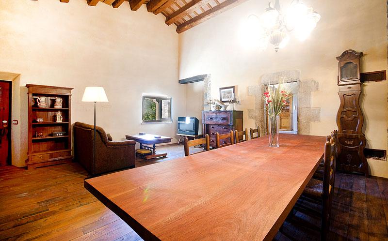 Masia-Restaurada-Cerca-de-Girona-Salon-Comedor