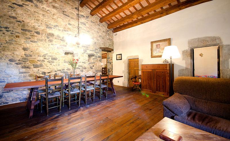 Masia-Restaurada-Cerca-de-Girona-Gran-Salon