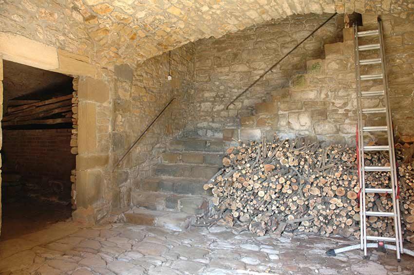 Casa-Rustica-Interior-Emporda-Garaje