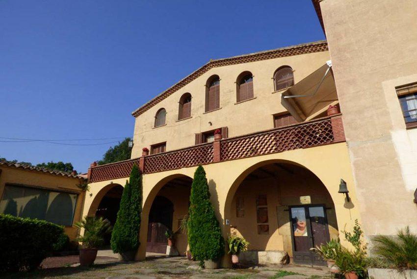 Edificio-Historico-Ideal-Negocio-Entrada