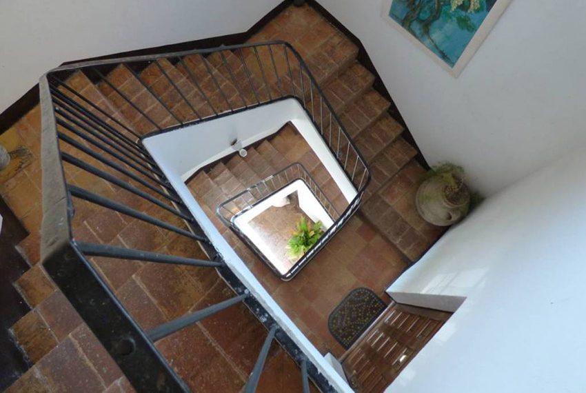Edificio-Historico-Ideal-Negocio-Escaleras
