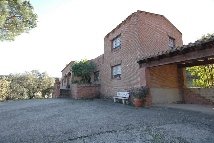 Casa con Piscina Cubierta en Urbanización