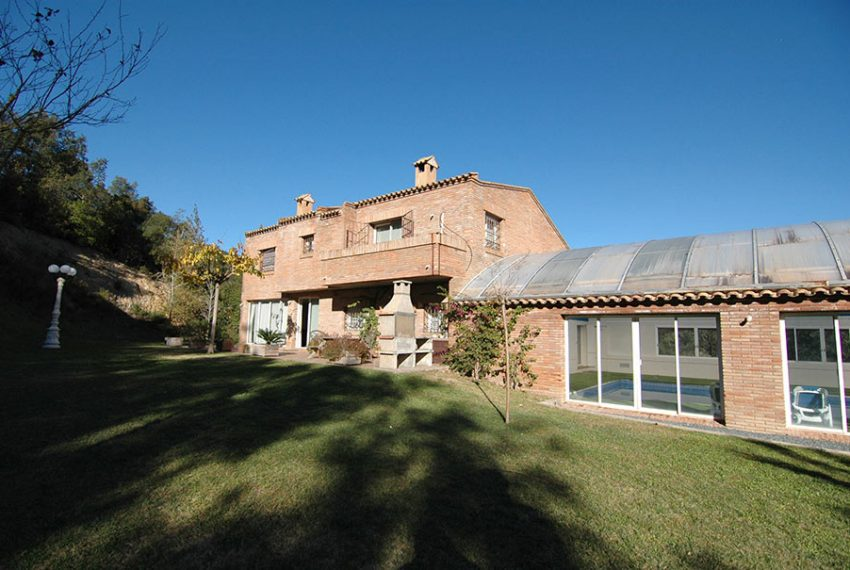Casa-con-Piscina-Cubierta-en-Urbanizacion-15