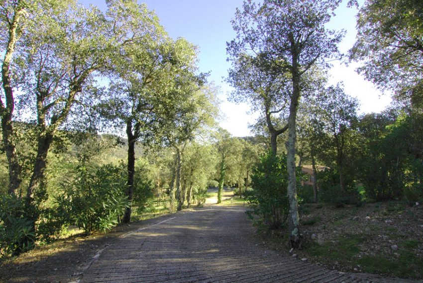 Casa-con-Piscina-Cubierta-en-Urbanizacion-30
