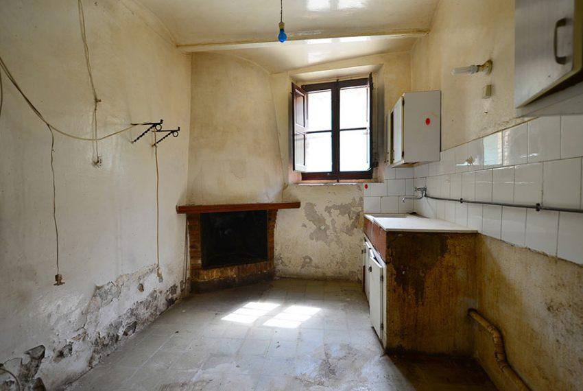 Casa-para-Restaurar-en-el-Centro-del-Pueblo-6