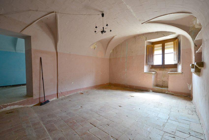 Casa-para-Restaurar-en-el-Centro-del-Pueblo-8