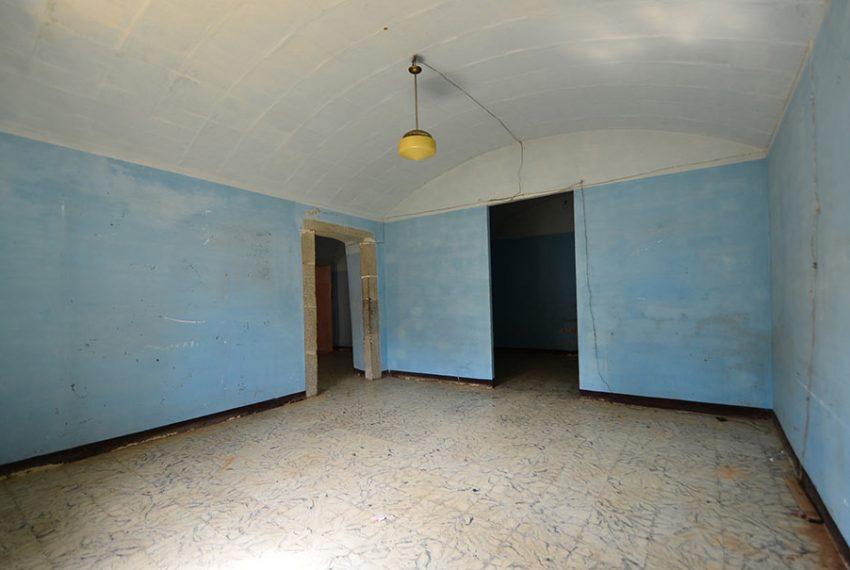 Casa-para-Restaurar-en-el-Centro-del-Pueblo-11