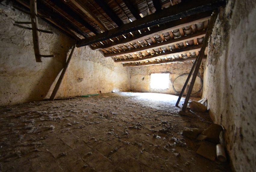 Casa-para-Restaurar-en-el-Centro-del-Pueblo-14