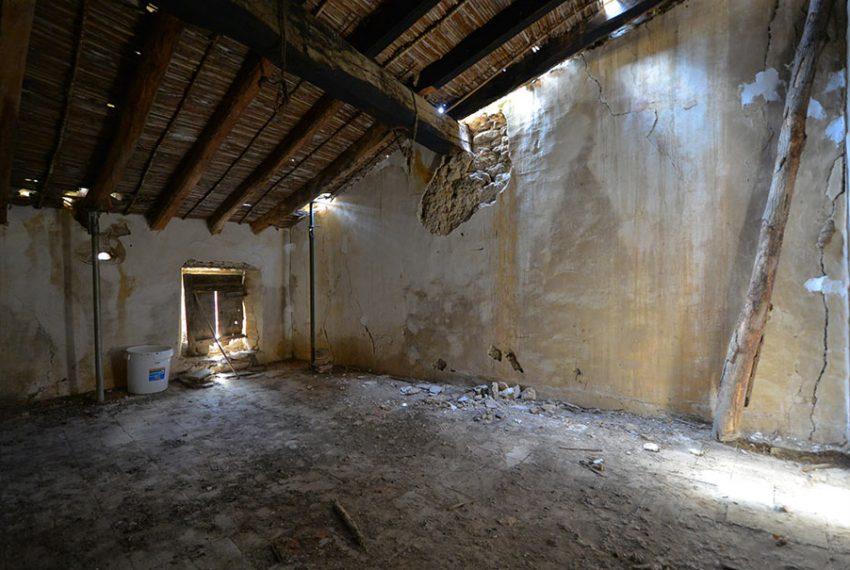 Casa-para-Restaurar-en-el-Centro-del-Pueblo-15